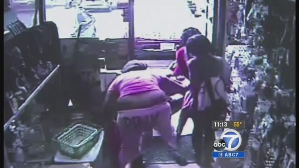 Baby falls out of stroller in wild robbery
