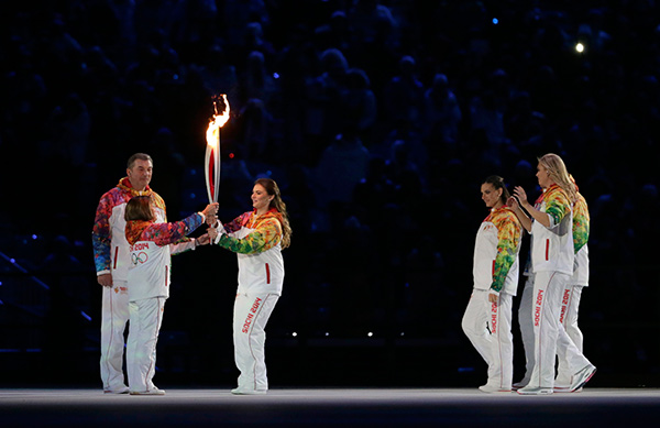 Irina Rodnina, left, receives the torch from Alina Kabaeva as Vladislav Tretyak looks at them, during the opening ceremony of the 2014 Winter Olympics in Sochi, Russia, Friday, Feb. 7, 2014. <span class=meta>(AP Photo&#47;Matt Dunham)</span>