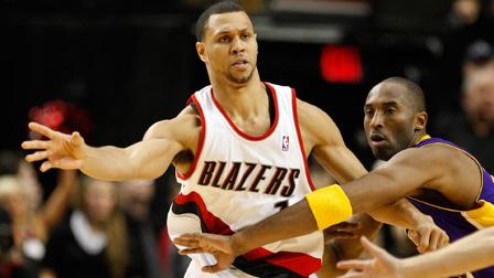 Kobe Bryant defends against  Brandon Roy