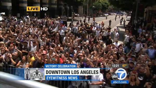 Los Angeles Kings fans cheer during a parade celebrating the team's NHL hockey Stanley Cup championship in Los Angeles, Thursday, June 14, 2012.