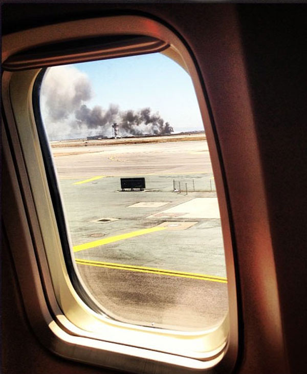 The Federal Aviation Administration says an Asiana Airlines plane crashed while landing at San Francisco International Airport on Saturday, July 6, 2013. <span class=meta>(Twitter @mcc_marilyn)</span>