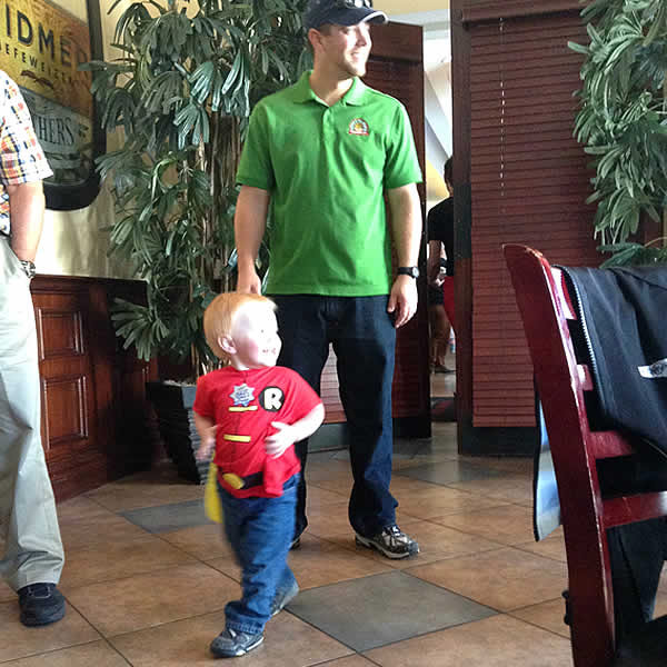 Miles Scott&#39;s little brother, dressed as Robin, joins Batkid for lunch at Burger Bar in San Francisco on Friday, Nov. 15, 2013. <span class=meta>(KGO-TV)</span>