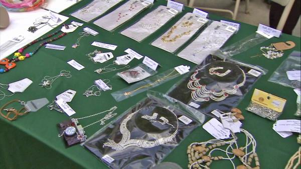 Toxic jewelry found in 16 stores - investigation