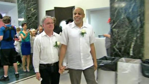 Supreme Court takes up gay marriage cases