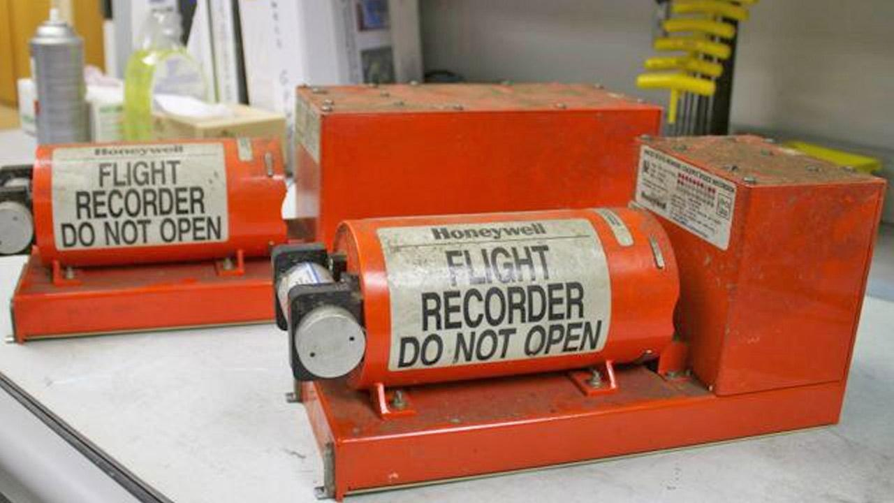Asiana Airlnie flight data recorder (left) and cockpit voice recorder (right) are shown in the National Transportation Safety Boards Washington, D.C. lab. <span class=meta>(www.twitter.com&#47;ntsb)</span>
