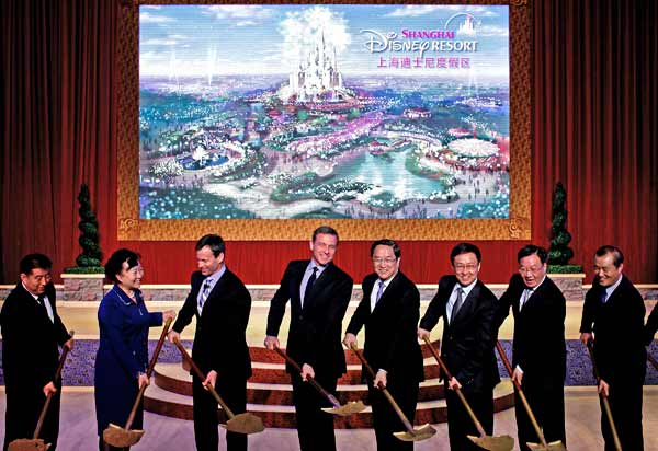 Disney CEO Bob Iger and Shanghai dignitaries took part in the ceremonial groundbreaking for the Shanghai Disney Resort on Friday, April 08, 2011. <span class=meta>(AP photo)</span>