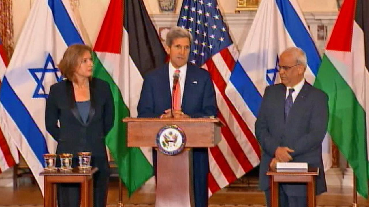 Secretary of State John Kerry stands with Israels Justice Minister and chief negotiator Tzipi Livni and Palestinian chief negotiator Saeb Erekat, after the resumption of Israeli-Palestinian peace talks, Tuesday, July 30, 2013.