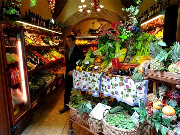 "<div class=""meta image-caption""><div class=""origin-logo origin-image ""><span></span></div><span class=""caption-text"">ABC7 Anchor David Ono visits a neat Italian grocery store in Rome, Italy. (KABC)</span></div>"