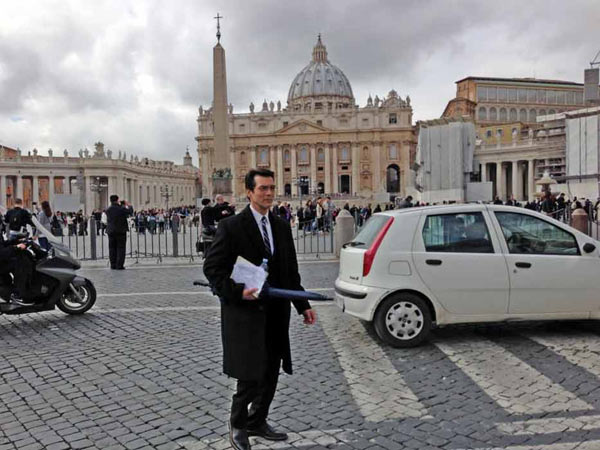 ABC7 Anchor David Ono walking through St. Peter&#39;s Square in Rome on Thursday, March 7, 2013. <span class=meta>(KABC)</span>