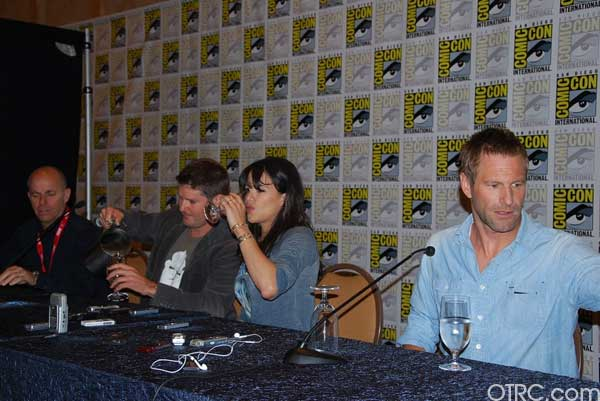 "<div class=""meta ""><span class=""caption-text "">Actors Michelle Rodriguez and Aaron Eckhart on 'Battle: Los Angeles' movie panel at Comic-Con 2010 in San Diego</span></div>"