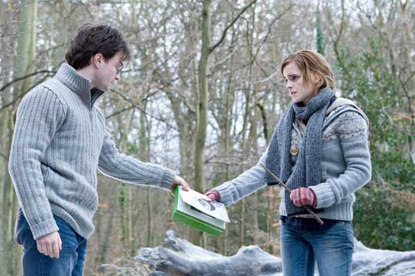 "<div class=""meta ""><span class=""caption-text "">Harry Potter (Daniel Radcliffe) and Hermione Granger (Emma Watson) appear in a scene from 'Harry Potter and the Deathly Hallows - Part 1.' (Jaap Buitendijk /  Warner Bros. Pictures)</span></div>"