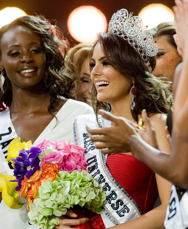 "<div class=""meta image-caption""><div class=""origin-logo origin-image ""><span></span></div><span class=""caption-text"">Jimena Navarrete, Miss Mexico 2010, of Guadalajara, is crowned Miss Universe 2010, and becomes the 59th Miss Universe. (Darren Decker/Miss Universe Organization)</span></div>"