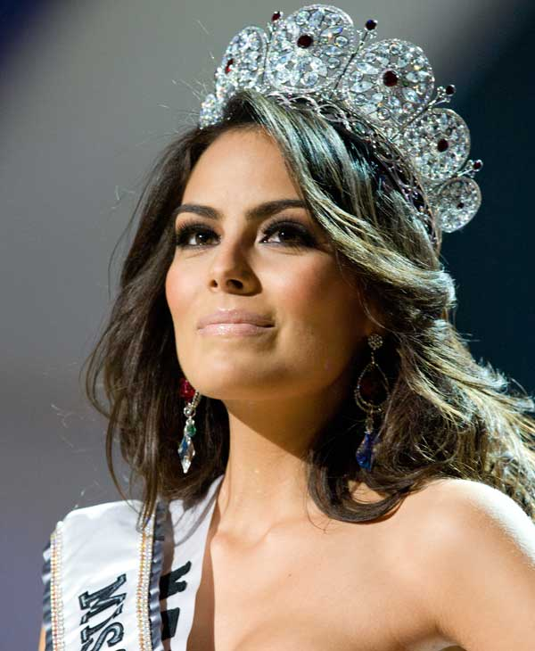 , is crowned Miss Universe 2010, and becomes the 59th Miss Universe