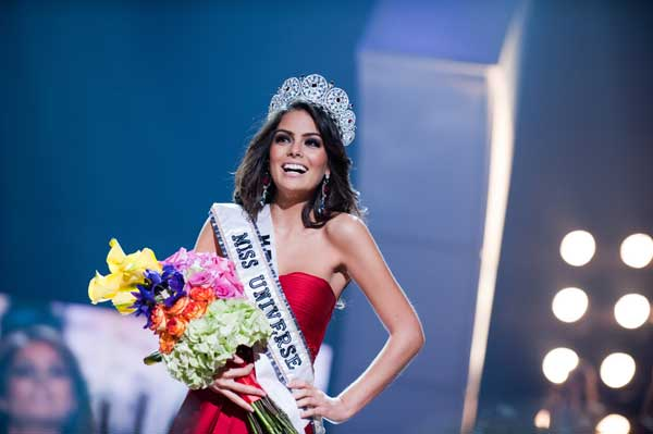 Jimena Navarrete, Miss Mexico 2010, of Guadalajara, is crowned Miss Universe 2010, and becomes the 59th Miss Universe.