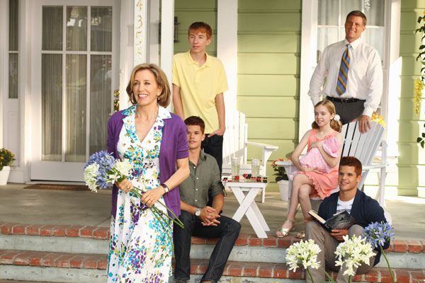 "<div class=""meta ""><span class=""caption-text "">In the front, Felicity Huffman, followed by her on-screen children Max Carver, Joshua Moore, Darcy Rose Byrnes, Charlie Carver and in the back, Doug Savant appear in a scene from 'Desperate Housewives', which returns for a seventh season on September 26. (Photo courtesy of ABC)</span></div>"