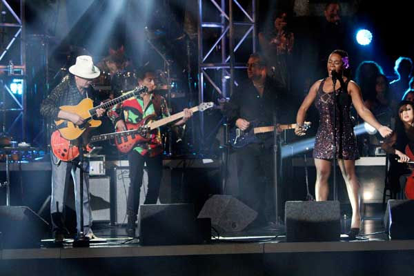 "<div class=""meta ""><span class=""caption-text "">Santana, headed by guitarist Carlos Santana, performed with India.Arie on 'Dancing With the Stars: The Results Show,' Tuesday, Sept.  21, 2010. (ABC Photo/ Adam Larkey)</span></div>"