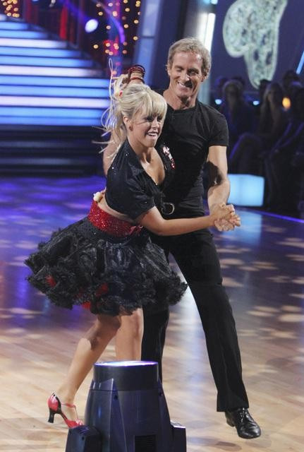 Michael Bolton and Chelsie Hightower perform on &#39;Dancing With the Stars,&#39; Monday, Sept. 27, 2010. The judges gave the couple 12 points out of 30. <span class=meta>(ABC&#47; Adam Larkey)</span>