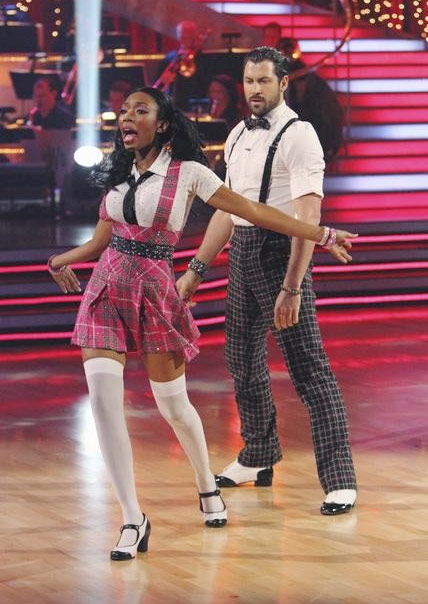 Brandy Norwood and Maksim Chmerkovskiy perform on &#39;Dancing With the Stars,&#39; Monday, Sept. 27, 2010. The judges gave the couple 21 points out of 30. <span class=meta>(ABC&#47; Adam Larkey)</span>