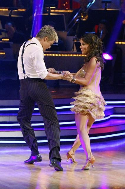 Jennifer Grey and Derek Hough perform on &#39;Dancing With the Stars,&#39; Monday, Sept. 27, 2010. The judges gave the couple 24 points out of 30. <span class=meta>(ABC&#47; Adam Larkey)</span>
