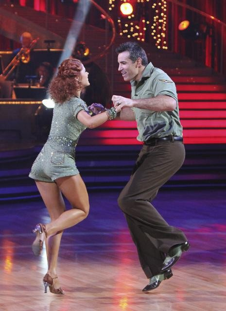 Kurt Warner and Anna Trebunskaya perform on &#39;Dancing With the Stars,&#39; Monday, Sept. 27, 2010. The judges gave the couple 21 points out of 30. <span class=meta>(ABC&#47; Adam Larkey)</span>