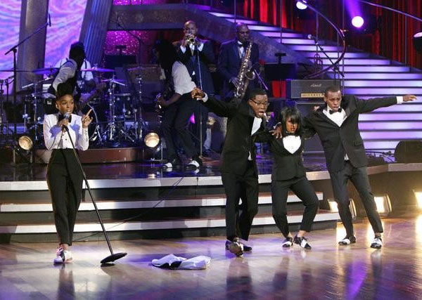 Singer Janelle Monae performed on &#39;Dancing With the Stars: The Results Show,&#39; Tuesday, Sept. 28, 2010. <span class=meta>(ABC Photo&#47; Adam Larkey)</span>
