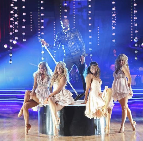 "<div class=""meta image-caption""><div class=""origin-logo origin-image ""><span></span></div><span class=""caption-text"">Seal performed on 'Dancing With the Stars: The Results Show,' Tuesday, Sept. 28, 2010. (ABC Photo/ Adam Larkey)</span></div>"