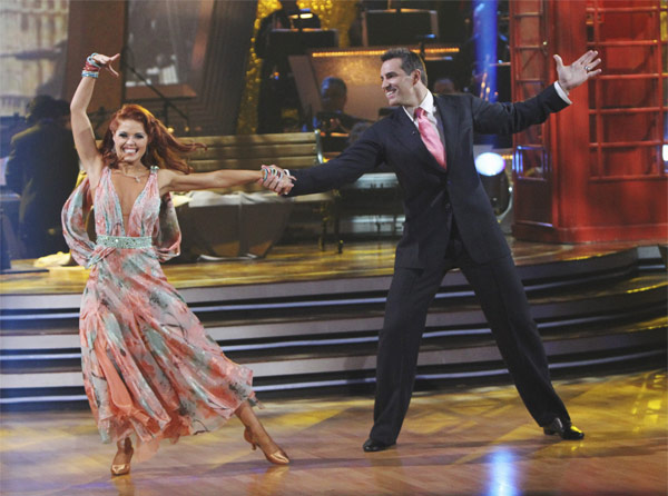Kurt Warner and Anna Trebunskaya perform on 'Dancing With the Stars,' M