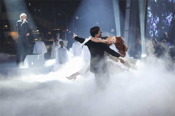 Michael Bolton, with professional dancers Anna Trebunskaya and Jonathan Roberts, performs on &#39;Dancing With the Stars: The Results Show,&#39; Tuesday, Oct. 5, 2010. <span class=meta>(ABC Photo&#47; Adam Larkey)</span>
