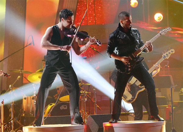 "<div class=""meta ""><span class=""caption-text "">Mark Ballas and Val Chmerkovskiy had a string duel to a rendition of Britney Spears' 'Toxic' on 'Dancing With the Stars: The Results Show,' Tuesday, Oct. 5, 2010. (ABC Photo/ Adam Larkey)</span></div>"