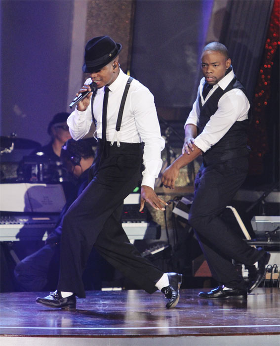 "<div class=""meta image-caption""><div class=""origin-logo origin-image ""><span></span></div><span class=""caption-text"">Ne-Yo performs on 'Dancing With the Stars: The Results Show,' Tuesday, Oct. 5, 2010. (ABC Photo/ Adam Larkey)</span></div>"
