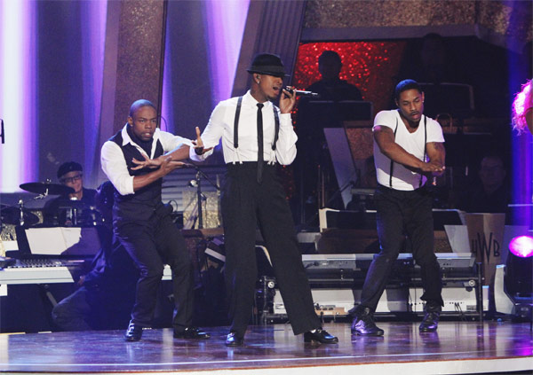 Ne-Yo performs on 'Dancing With the Stars: The Results Show,' Tuesday, Oct. 5, 2010.