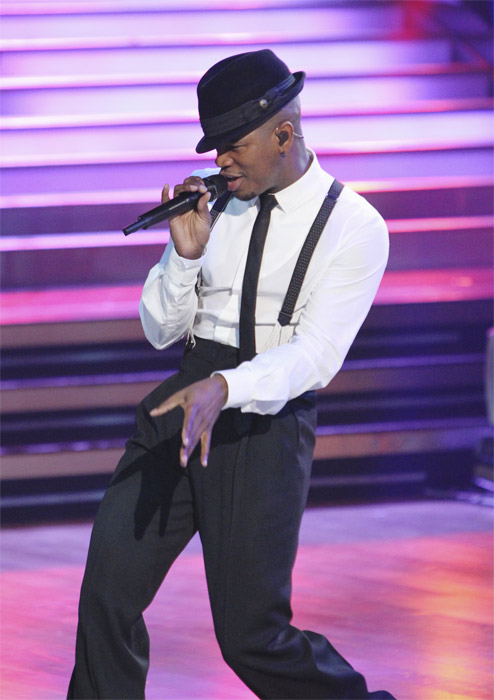"<div class=""meta ""><span class=""caption-text "">Ne-Yo performs on 'Dancing With the Stars: The Results Show,' Tuesday, Oct. 5, 2010. (ABC Photo/ Adam Larkey)</span></div>"