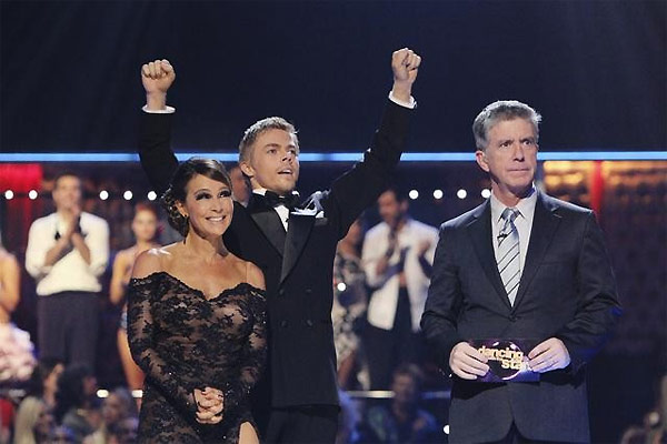 Jennifer Grey and Derek Hough perform on &#39;Dancing With the Stars,&#39; Monday, Oct. 11, 2010. The judges gave the couple 56 points out of 60. <span class=meta>(ABC&#47;Adam Larkey)</span>