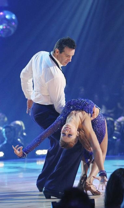 "<div class=""meta ""><span class=""caption-text "">Kurt Warner and Anna Trebunskaya perform on 'Dancing With the Stars,' Monday, Oct. 11, 2010. The judges gave the couple 34 points out of 60. (ABC/Adam Larkey)</span></div>"