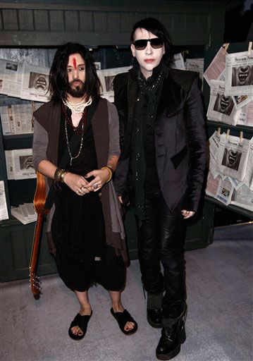 "<div class=""meta ""><span class=""caption-text ""> Marilyn Manson, left, and Twiggy Ramirez arrive at the Scream Awards on Saturday Oct. 16, 2010, in Los Angeles. (AP Photo/Chris Pizzello)</span></div>"