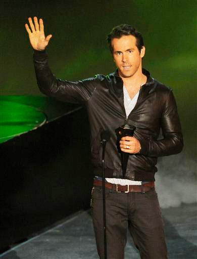 Ryan Reynolds accepts the award for most anticipated movie for &#39;Green Lantern&#39; at the Scream Awards on Saturday Oct. 16, 2010, in Los Angeles. <span class=meta>(AP Photo&#47;Chris Pizzello)</span>