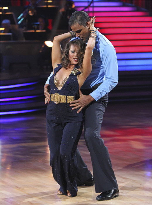 Rick Fox and Cheryl Burke perform to the 'Hill...