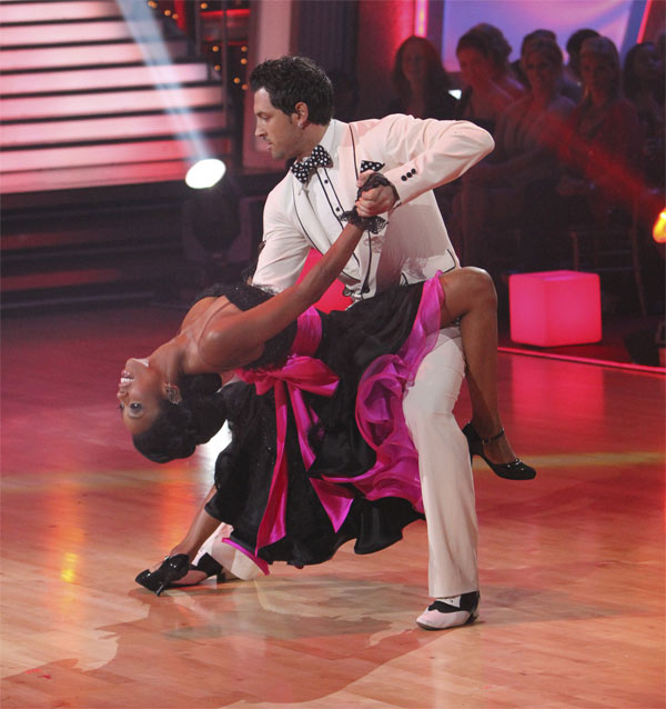 Brandy and Maksim Chmerkovskiy perform an encore of their top scoring Quickstep to the &#39;Friends&#39; theme song, &#39;I&#39;ll Be There For You&#39; on &#39;Dancing With the Stars: The Results Show,&#39; Tuesday, Oct. 19, 2010. <span class=meta>(ABC Photo&#47;Adam Larkey)</span>
