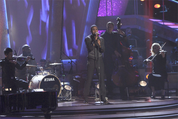 Jason Derulo performs a contemporary version of the classic song 'Georgia On My Mind' on 'Dancing With the Stars: The Results Show,' Tuesday, Oct. 19, 2010.