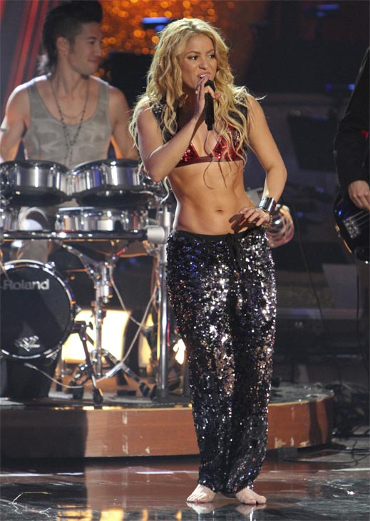 "<div class=""meta image-caption""><div class=""origin-logo origin-image ""><span></span></div><span class=""caption-text"">Shakira stopped by and sang her single 'Loca' on 'Dancing With the Stars: The Results Show,' Tuesday, Oct. 19, 2010. (ABC Photo/Adam Larkey)</span></div>"