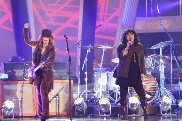 Heart stopped by and sang their hit single &#39;Barracuda&#39; on &#39;Dancing With the Stars: The Results Show,&#39; Tuesday, Oct. 26, 2010. <span class=meta>(ABC Photo&#47;Adam Larkey)</span>