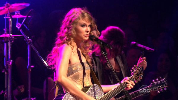 Taylor Swift stopped by and performed songs from her album Speak Now on &#39;Dancing With the Stars: The Results Show,&#39; Tuesday, Nov. 2, 2010. <span class=meta>(KABC Photo)</span>