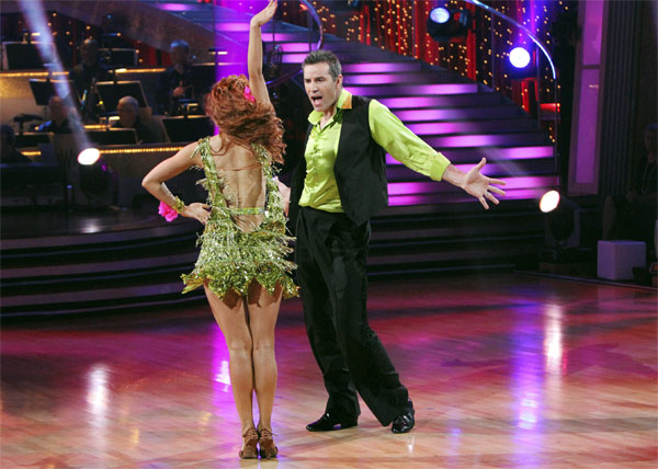 Kurt Warner and Anna Trebunskaya perform on &#39;Dancing With the Stars,&#39; Monday, Nov. 8, 2010. The judges gave the couple 24 out of 30 for their waltz and 24 points out of 30 for their &#39;instant dance.&#39; The couple earned a total of 48 out of 60.  <span class=meta>(ABC Photo&#47;Adam Larkey)</span>
