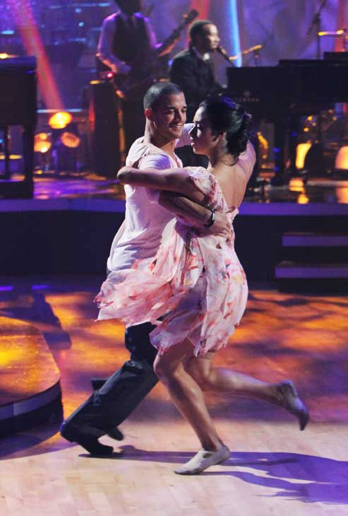 "<div class=""meta ""><span class=""caption-text "">John Legend and The Roots performed on 'Dancing With the Stars: The Results Show,' Tuesday, Nov. 9, 2010. (ABC Photo/ Adam Larkey)</span></div>"
