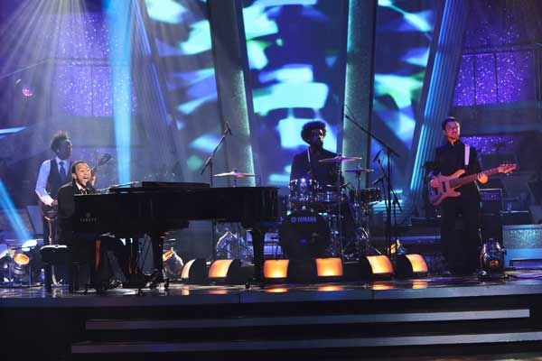 John Legend and The Roots performed on 'Dancing...
