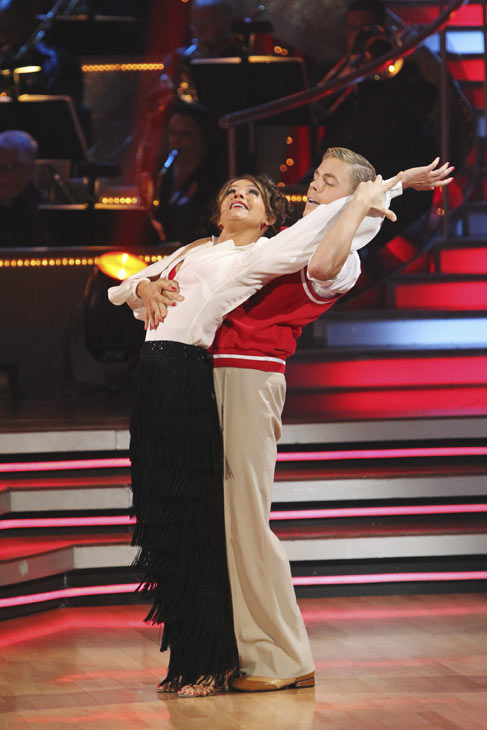 Jennifer Grey and Derek Hough perform on &#39;Dancing With the Stars,&#39; Monday, Oct. 4, 2010. The judges gave the couple 24 points out of 30. <span class=meta>(ABC Photo&#47; Adam Larkey)</span>