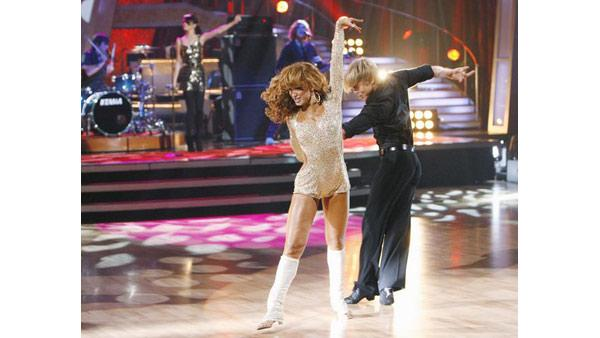 Selena Gomez performs with Karina Smirnoff and Derek Hough on 'Dancing With the Stars: The Results Show', Sept. 29, 2009