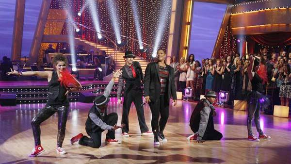 Queen Latifah performs on 'Dancing With the Stars: The Results Show,' Oct. 6, 2009