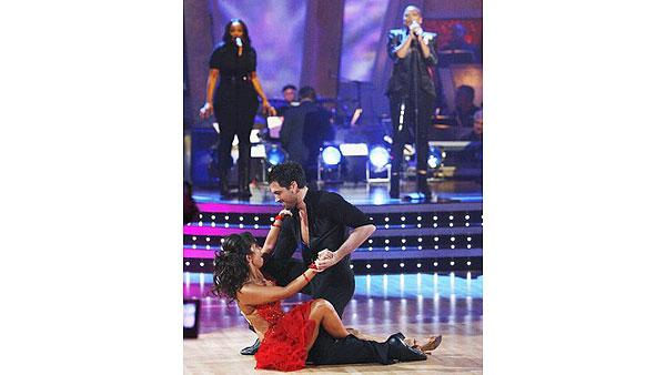 Queen Latifah performs with Cheryl Burke, Maksim Chmerkovskiy on 'Dancing With the Stars: The Results Show,' Oct. 6, 2009