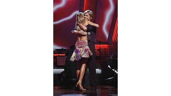 Joanna Krupa, Derek Hough on 'Dancing With the Stars: The Results Show,' Oct. 6, 2009
